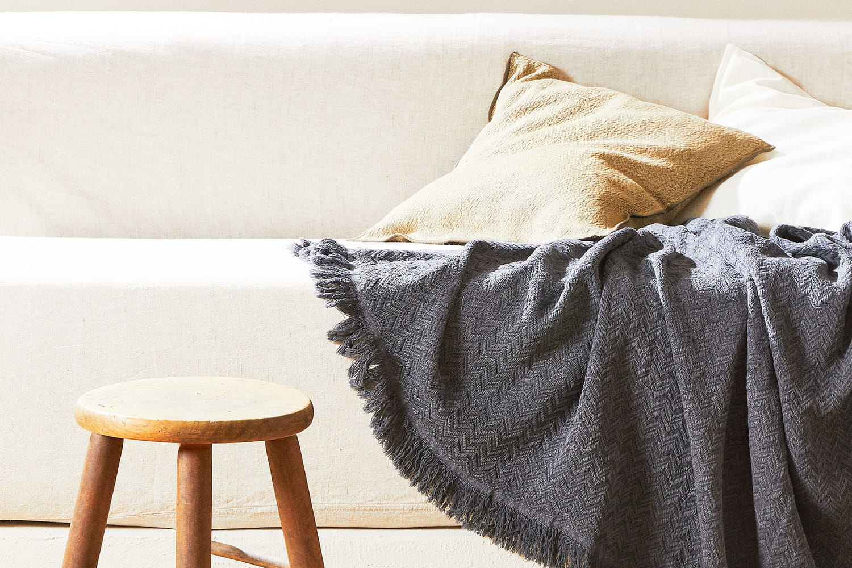 Plaid et couverture: l'accessoire déco à bien choisir