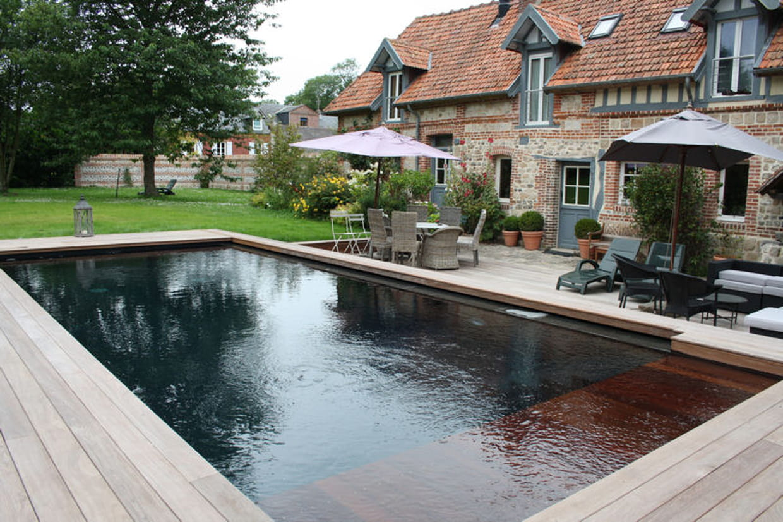 Int gration dans le paysage tpa euro piscine for Piscine bois liner noir