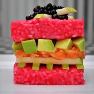 sushi cube saumon, pomme, avocat et caviar de soja