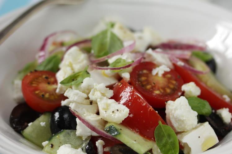 Salade grecque à la bûchette affinée