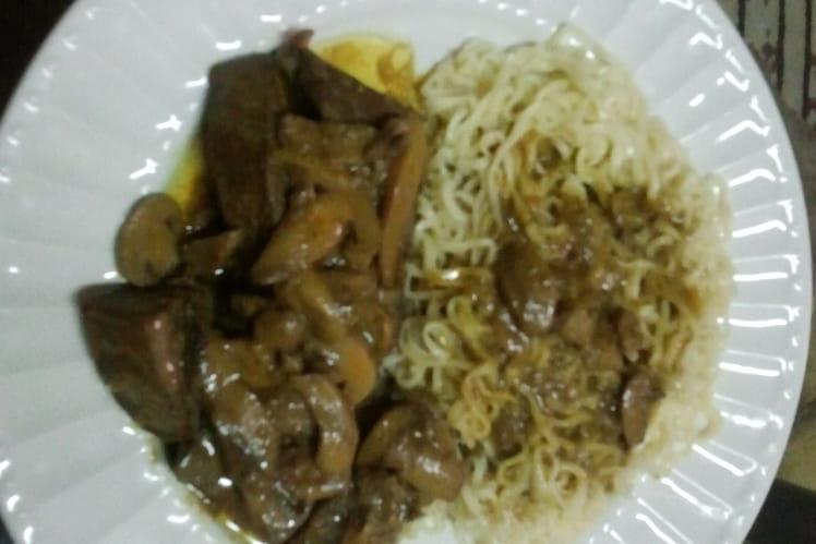 Foie de boeuf au curry et nouilles de riz