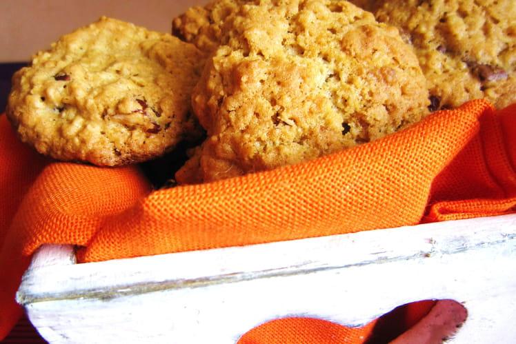 Cookies aux flocons d'avoine, noisettes et chocolat au lait