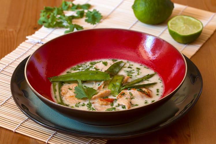 Soupe poulet coco et pois mangetout