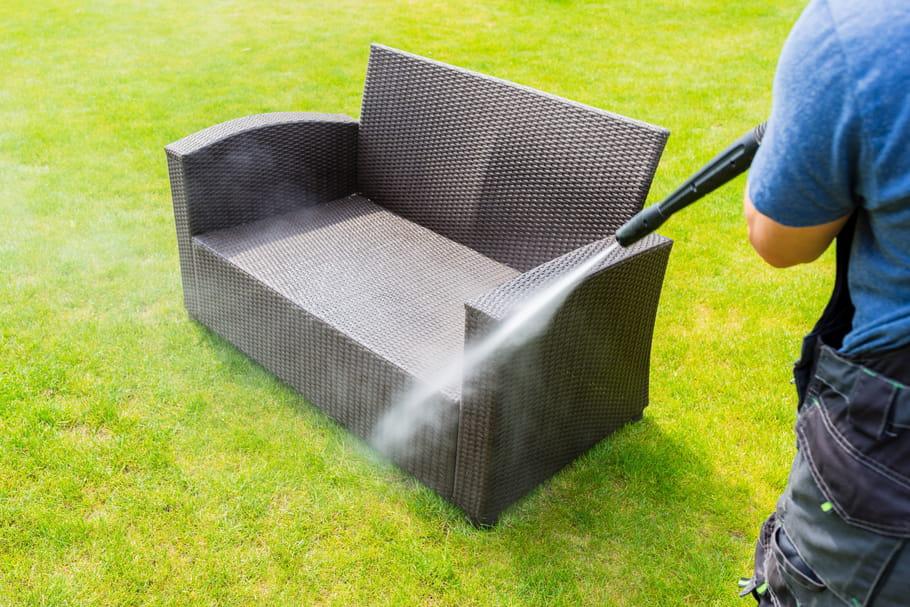Bien nettoyer le mobilier de jardin