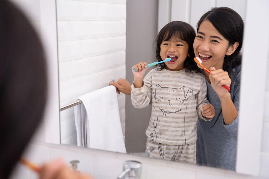 Hygiène de l'enfant: comment lui apprendre les gestes d'hygiène?