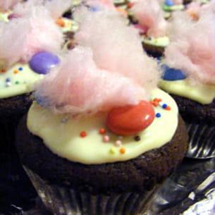 cupcakes au chocolat, smarties® et barbe à papa