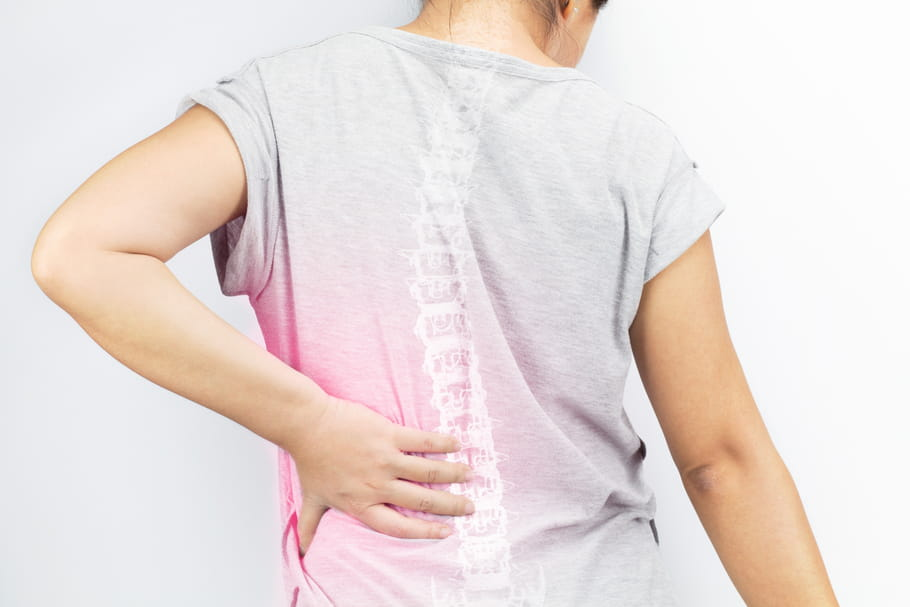 Scoliose: quels symptômes, comment la soulager?