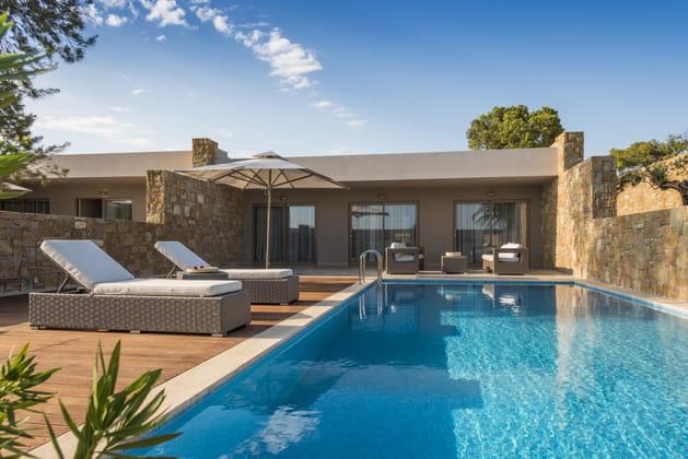 La suite à piscine privée de l'hôtel Ikos Olivia