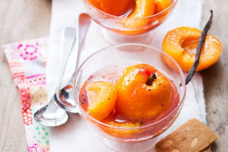 Abricots de nos Régions pochés au sirop de cassis