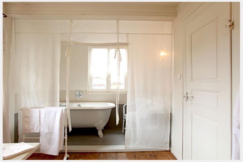 Salle de bains : baignoires en scene