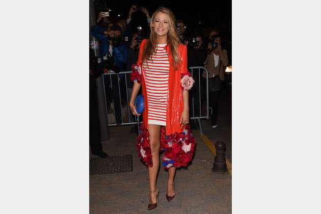 Une robe marinière rouge pour Blake Lively