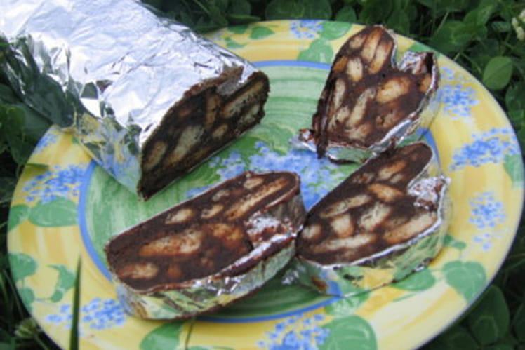 Saucisson au chocolat, chamallows et biscuits secs