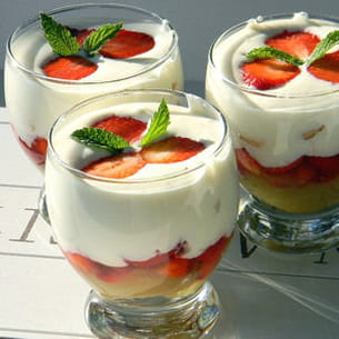 trifle fraises, rhubarbe et mousse au chocolat blanc