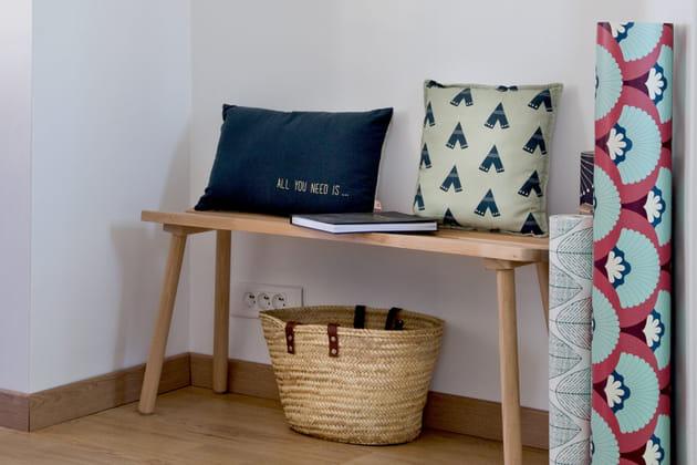 zoom sur le banc ce meuble tendance en passe de d tr ner. Black Bedroom Furniture Sets. Home Design Ideas