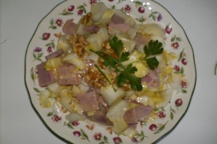 Salade d'envives au jambon et aux noix