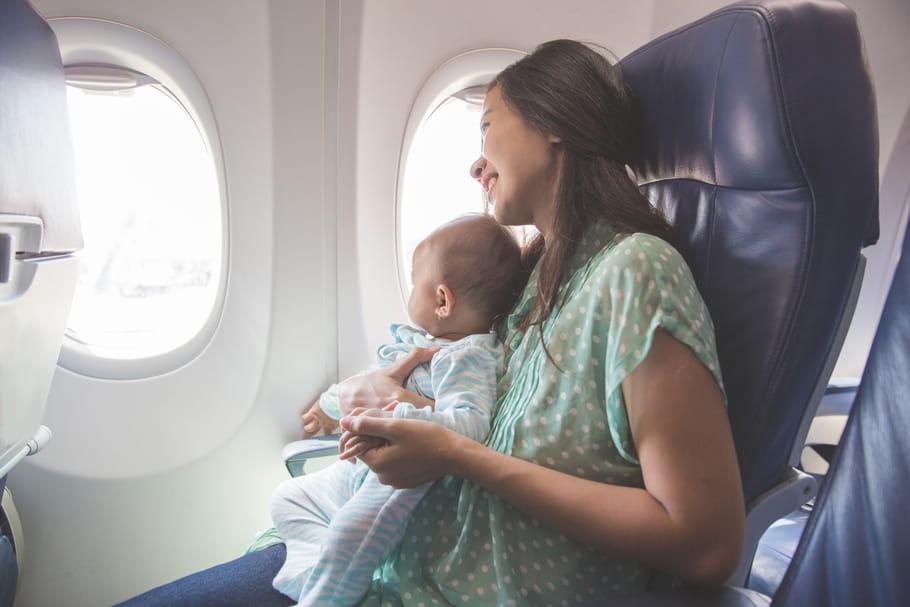 5conseils pour voyager en avion avec bébé