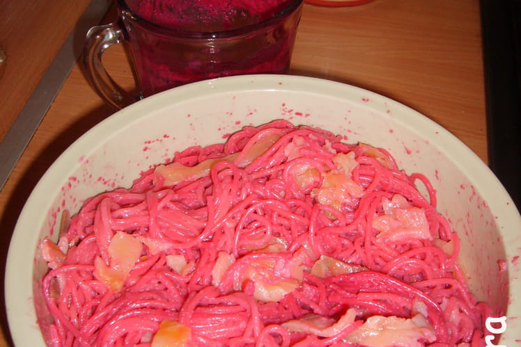 Spaghettis roses au saumon fumé