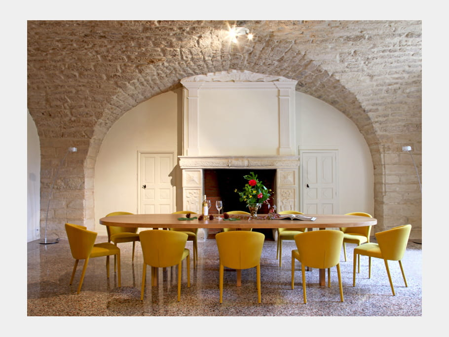 D jeuner couleur soleil d co contemporaine pour lieu d for Chateau d ax table de salle a manger