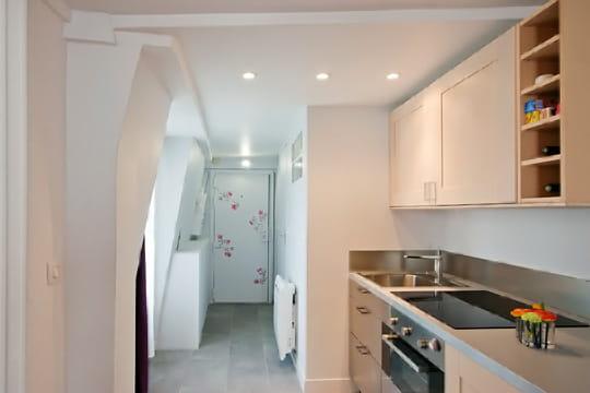 Appartement XVIIIe modernisé par MyHomeDesign : entrée et cuisine