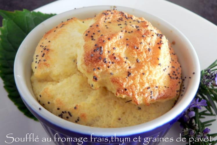 Soufflé au fromage frais, thym et graines de pavot