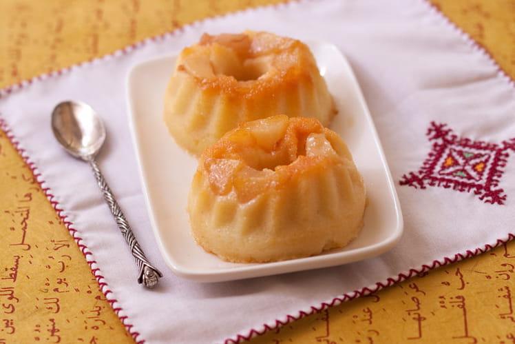 Petits gâteaux de semoule aux poires caramélisées