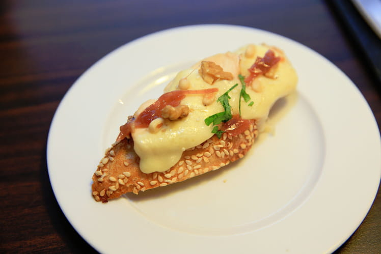 recette de tartine de raclette blanc de poulet et confit d oignons la recette facile. Black Bedroom Furniture Sets. Home Design Ideas