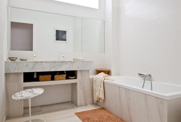 Salle de bains total look marbre