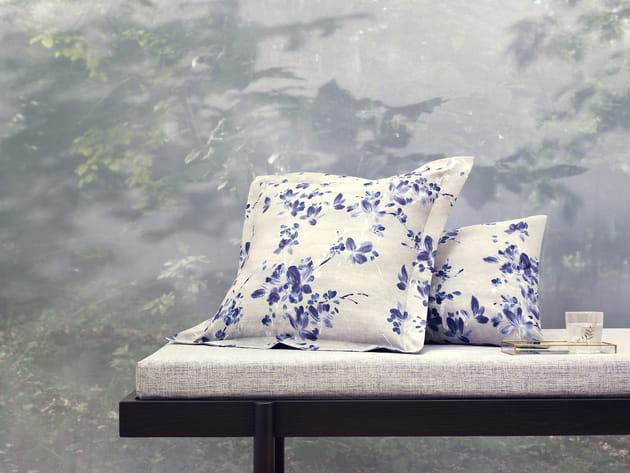 coussins floraux de zara home. Black Bedroom Furniture Sets. Home Design Ideas