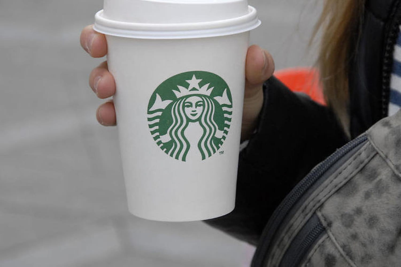 Jusqu'à 25 cuillères de sucre dans les boissons Starbucks