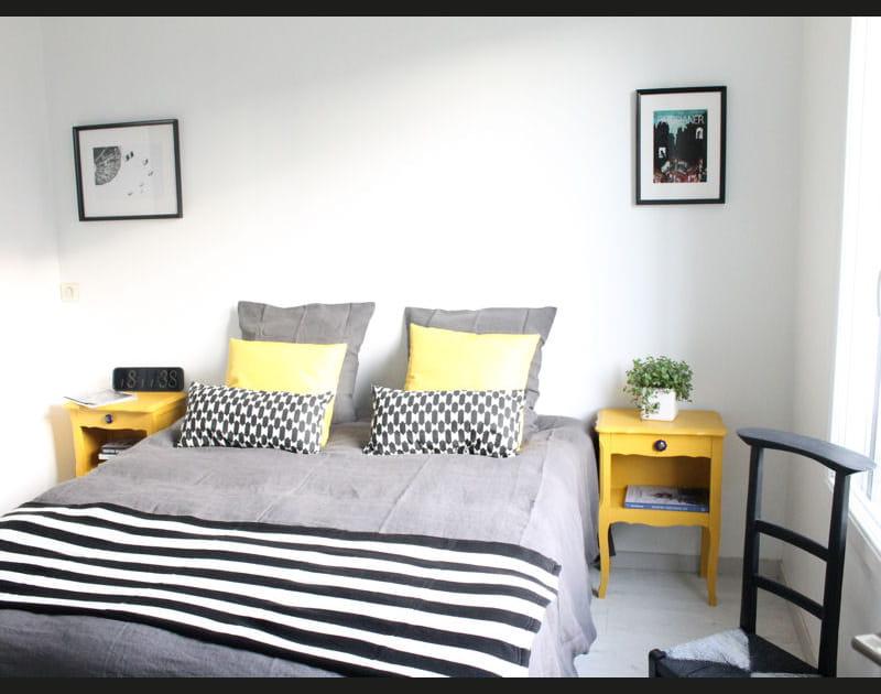 Une chambre claire et sobre