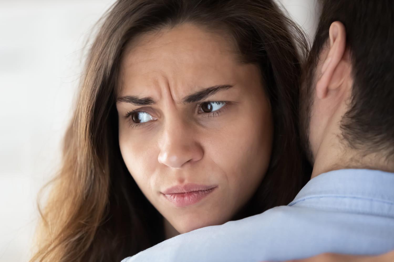 Blessure de trahison: la reconnaître, en couple, guérir