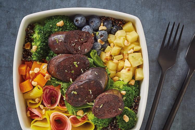 Salade bowl de boudin noir aux oignons