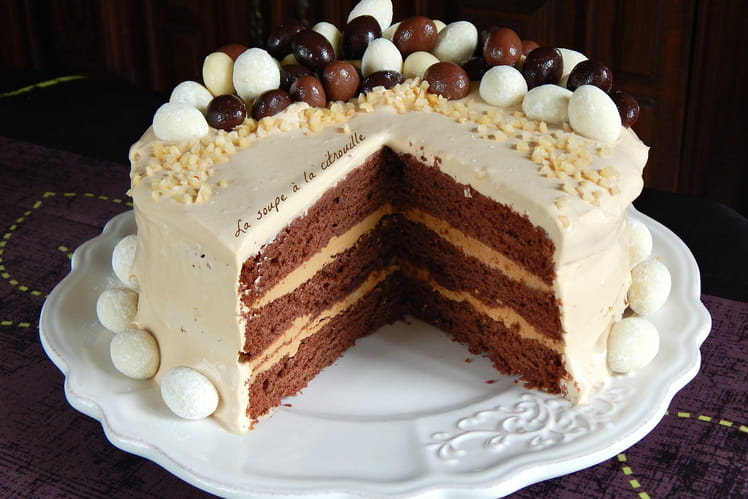 Gâteau de Pâques au chocolat, rhum, café et chantilly mascarpone