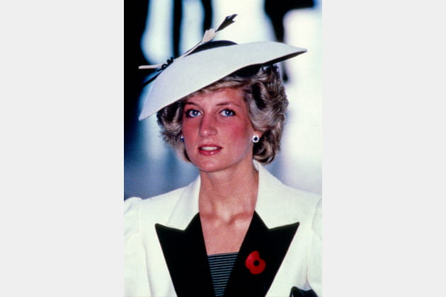 Lady Di en chapeau noir et blanc