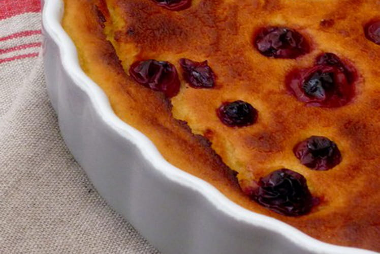 Gâteau de semoule au lait d'amande et aux griottes
