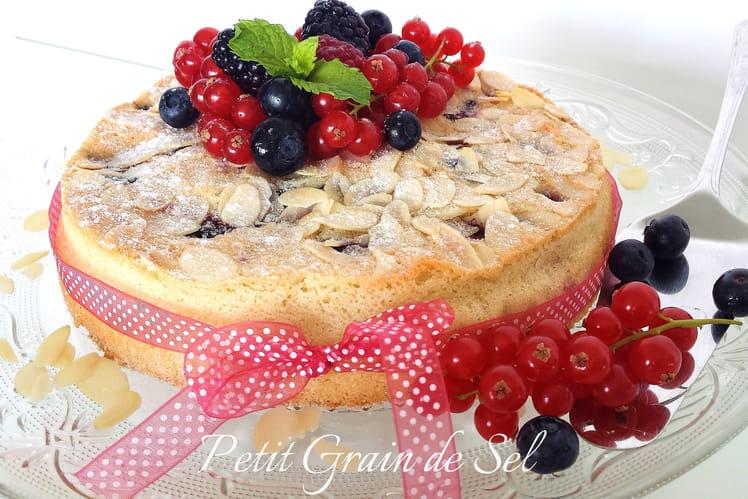Gâteau macaronné aux fruits rouges