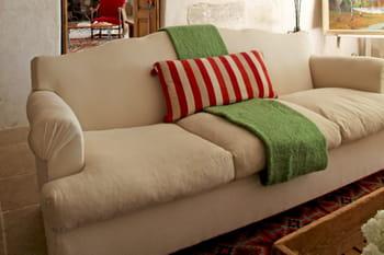 Nettoyer les tissus d 39 ameublement - Comment nettoyer des chaises en tissu ...