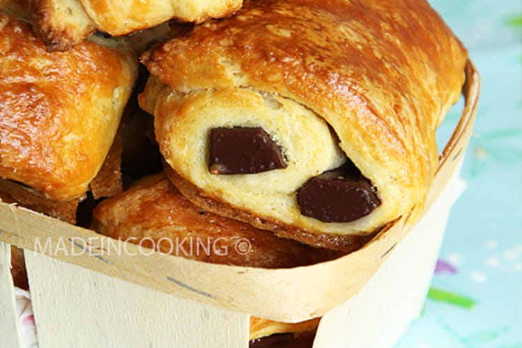 Croissants au beurre et pains au chocolat maison
