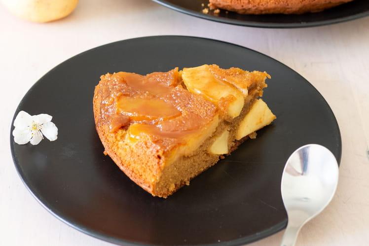 Gâteau aux pommes, caramel beurre salé et amandes
