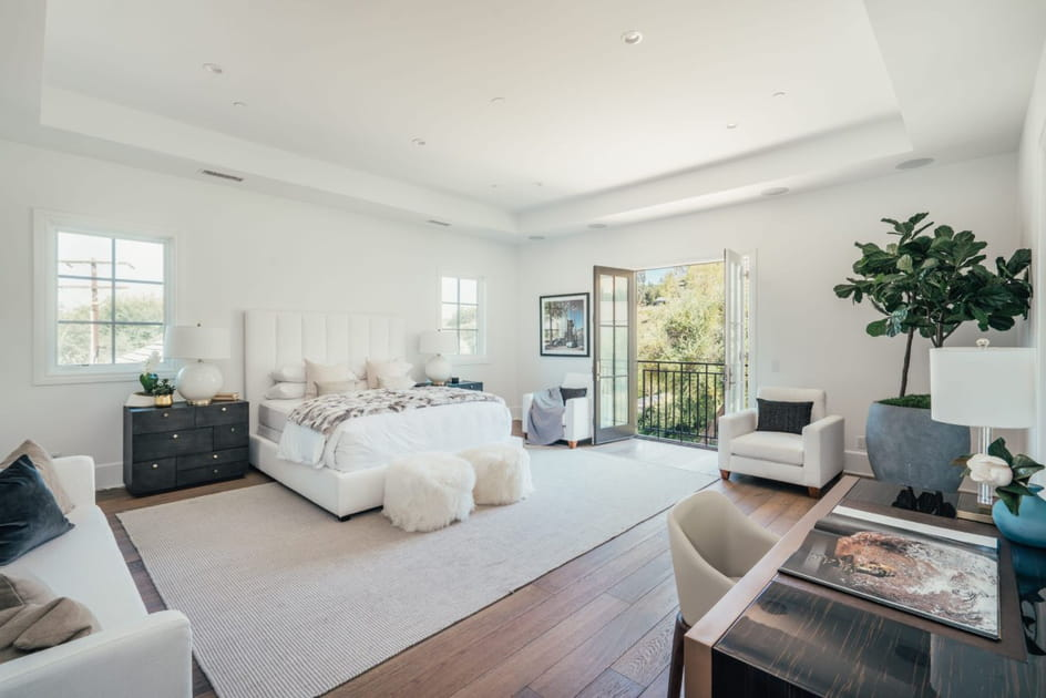 Une chambre à coucher grand luxe