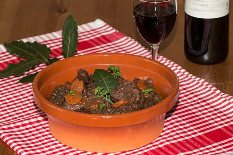 Bœuf bourguignon et lardons