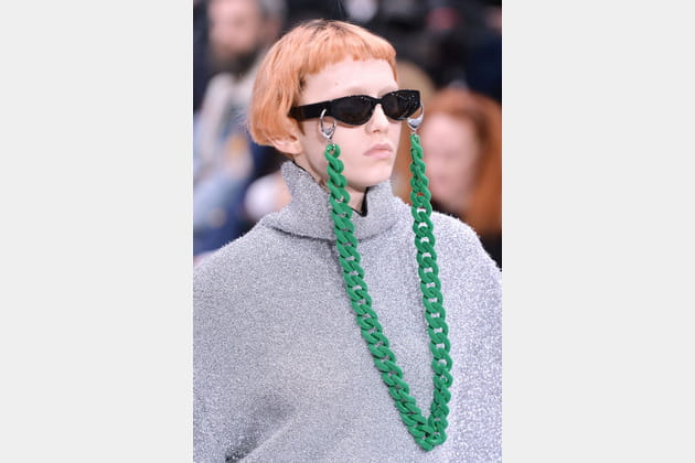 Le cordon à lunettes oversize du défilé Balenciaga