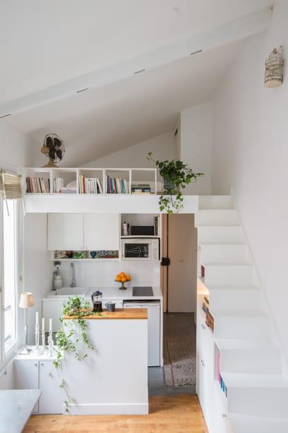 Une kitchenette de studio blanche
