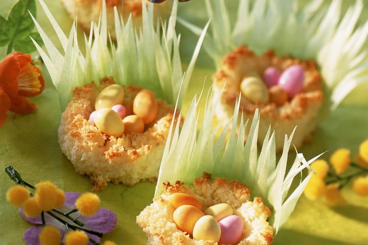Petits nids à la noix de coco et ses œufs de Pâques
