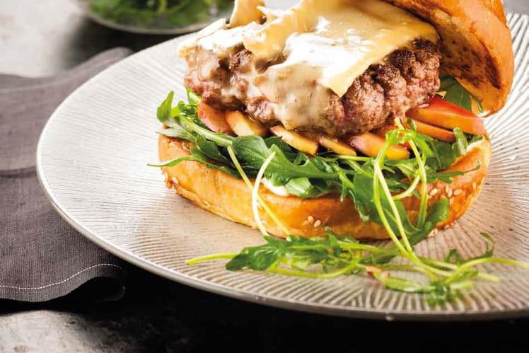 Burger au Brie de Meau, sauce grenade du Camion qui fume