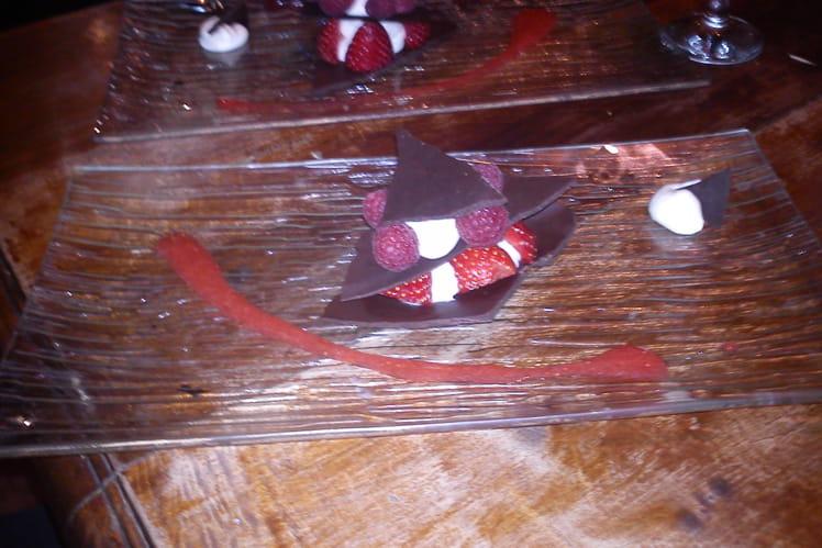 Millefeuille chocolat et fruits rouges