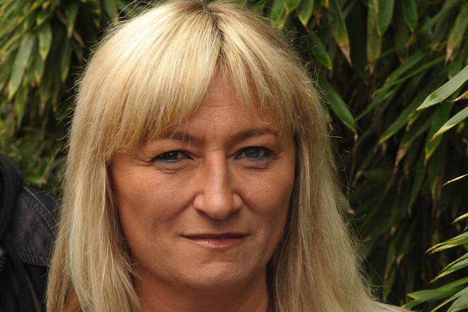 """Christine Bravorévèle un chanteur """"a voulu m'assassiner en direct"""""""