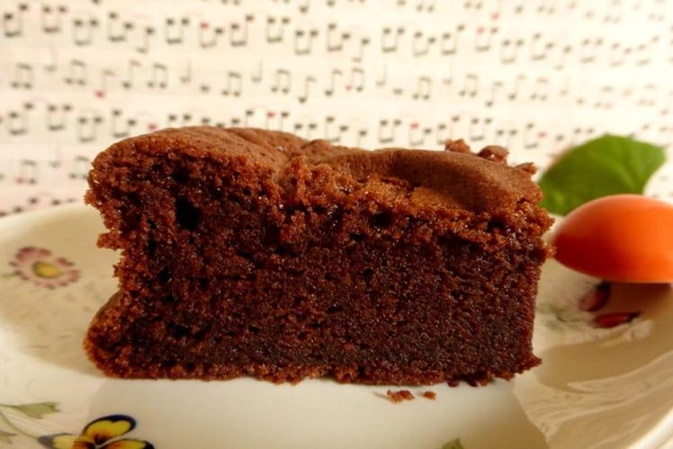Gâteau au chocolat mousseux sans beurre