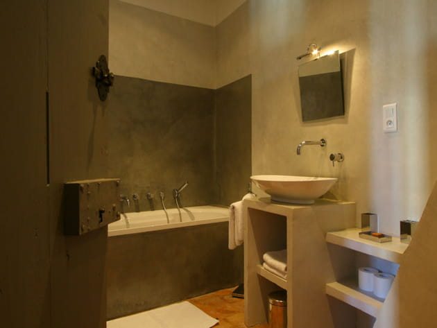 Salle de bains couleur taupe