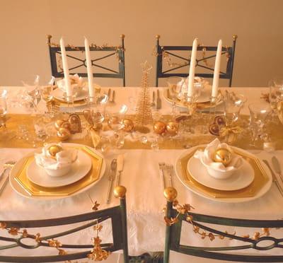une table blanc et or pour les fêtes